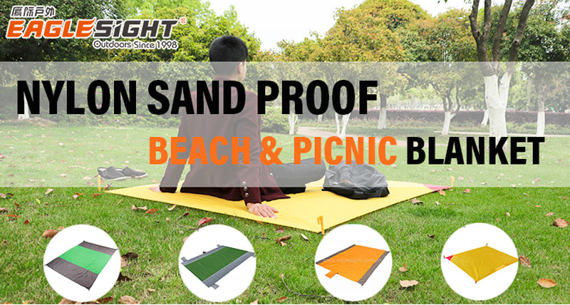 Portable Nylon Fabric Beach Blanket For Camping