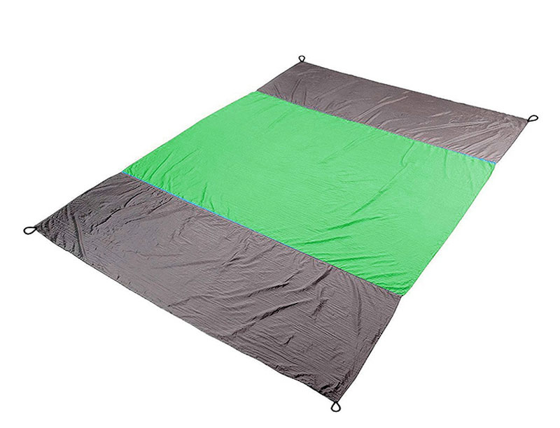 Portable Nylon Fabric Sand Proof Waterproof Beach Blanket Light Weight Durable Blanket